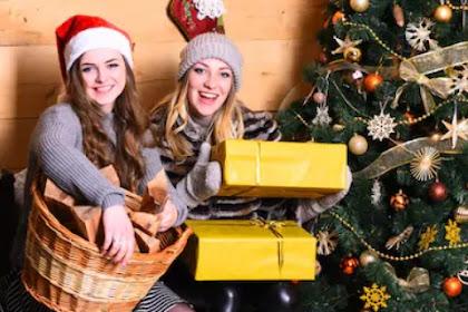 Giving a present Basket for Christmas