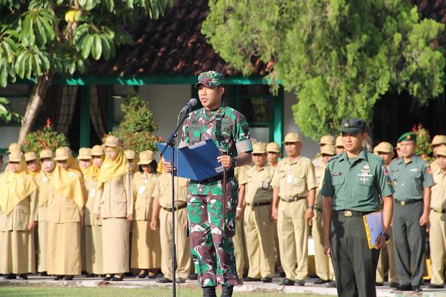 Kodim Sragen - Pengibaran Bendera Serentak Di 80 SMA/SMK Se Kab Sragen Dalam Rangka Pemantapan Wasbang