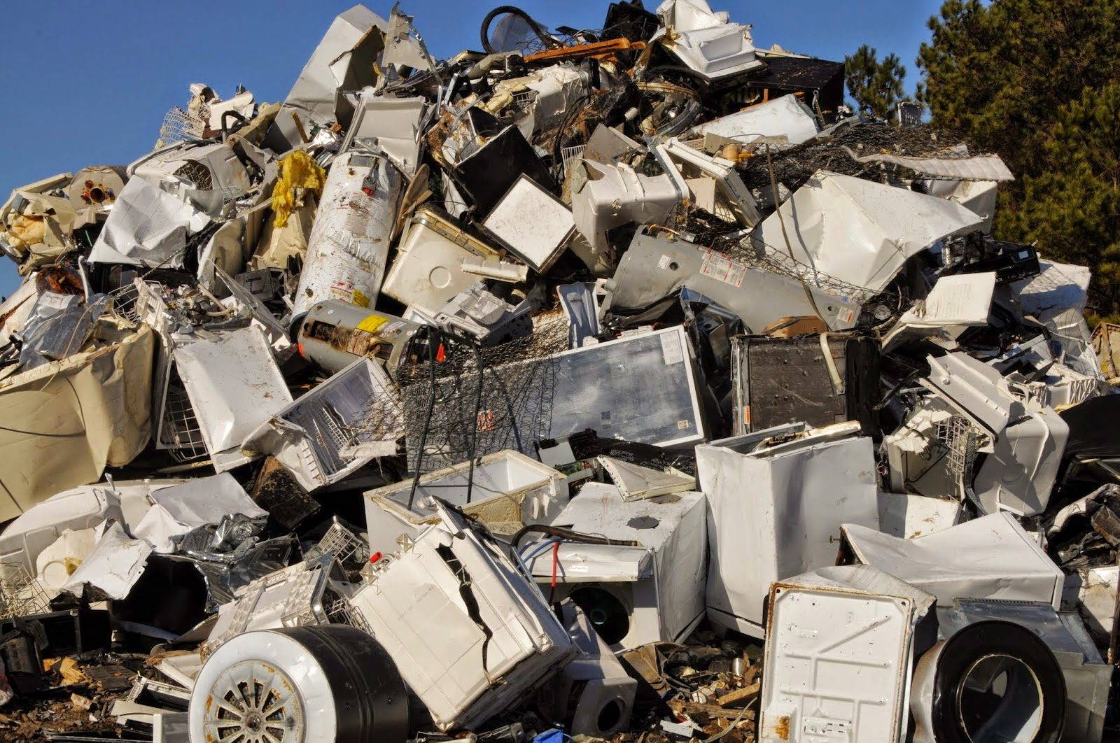 image of scrap yard of appliances sourced from BlogSpot.com