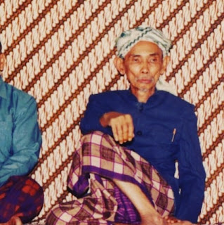 Almaghfurlah KH Masduqi Ali, Babakan Ciwaringin Cirebon.