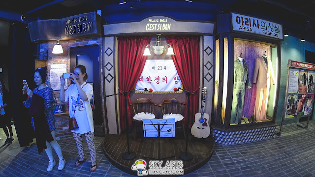 Some photobooths session for you to enjoy in KPOP PLAY