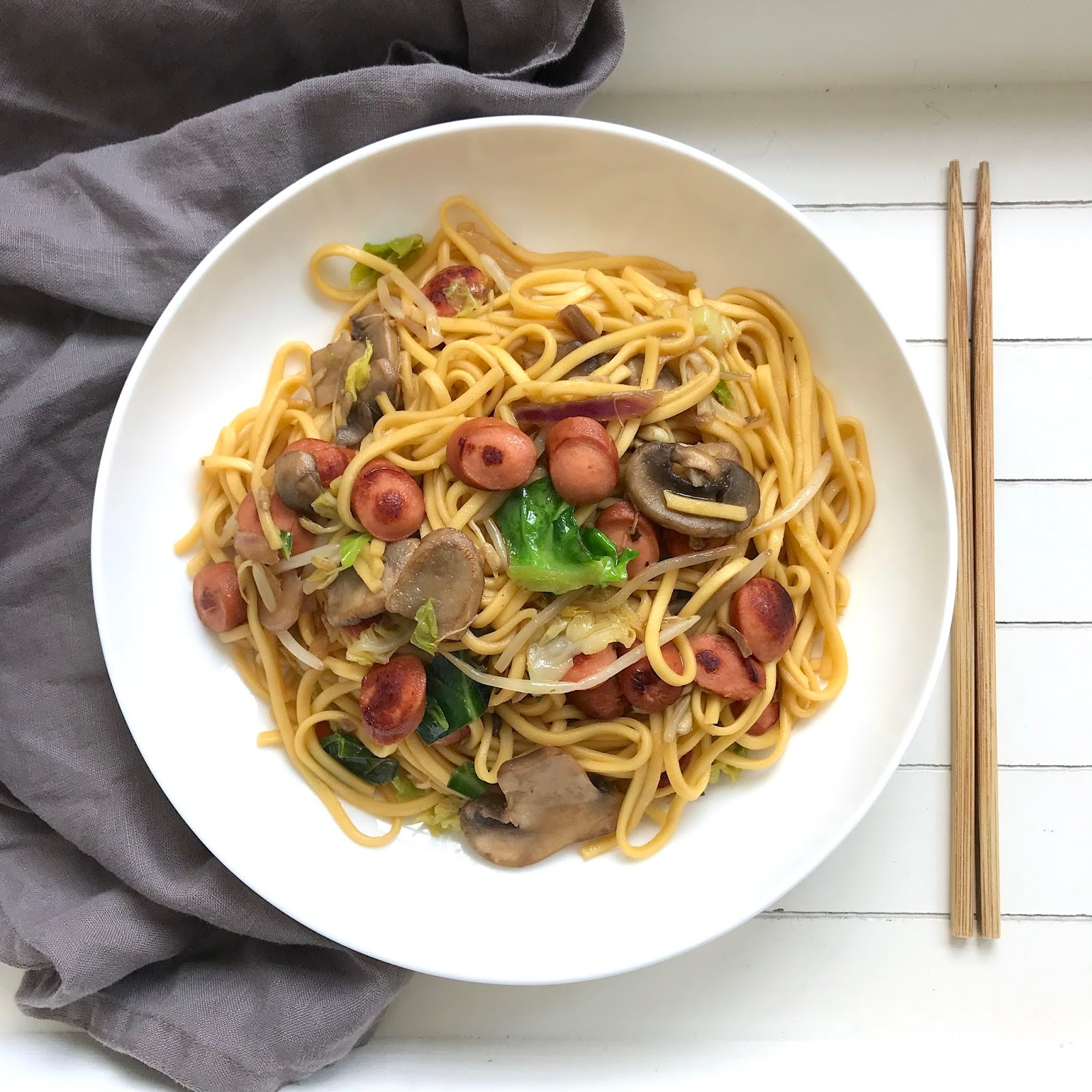 10-Minute-Easy-Chow-Mein-Recipe-lucylovestoeat