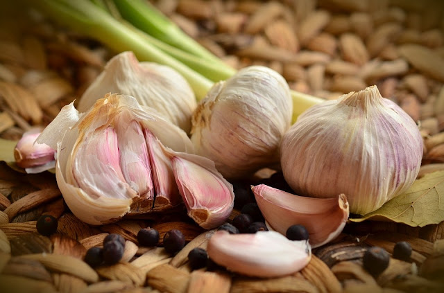What are health benefits of garlic with disadvantage