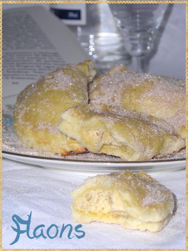 Dolci spagnoli ripieni di ricotta mandorle zucchero e cannella