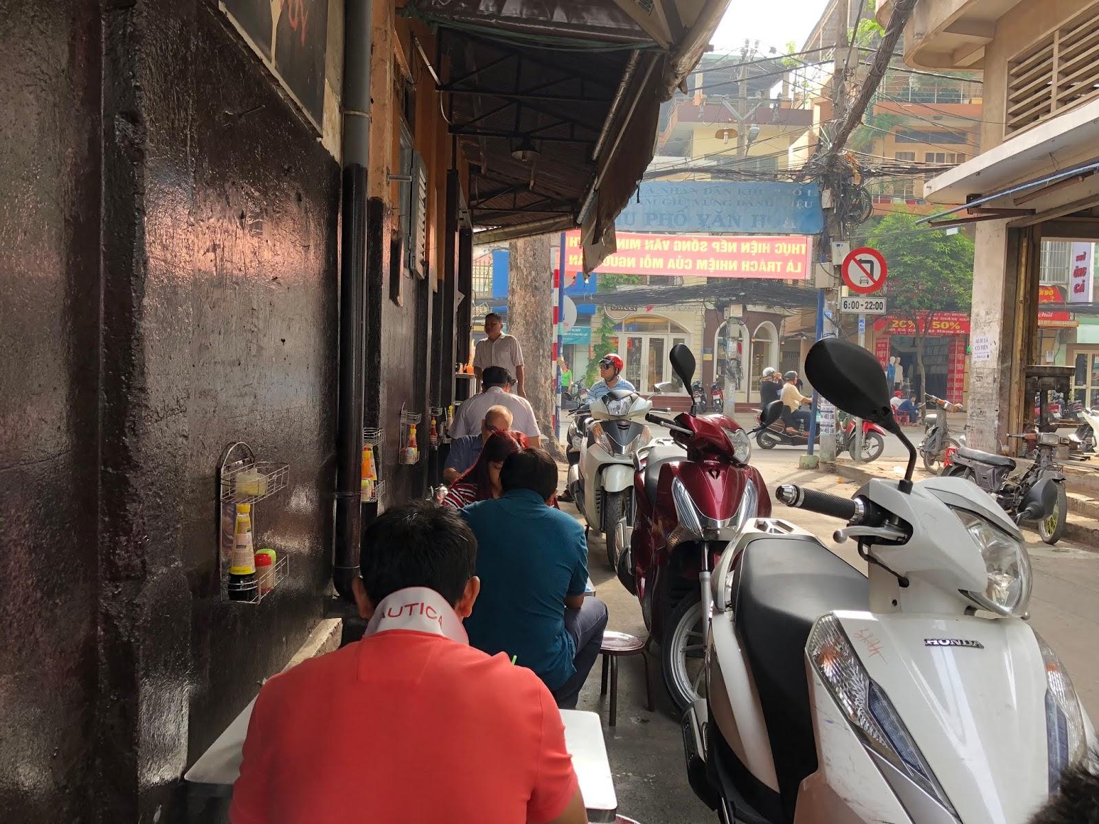 Banh Mi Op La at Hoa Ma