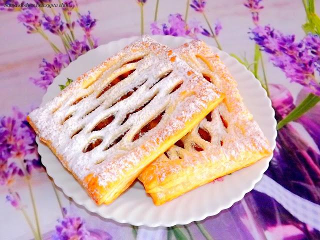 Błyskawiczne ciateczka z jabłkiem i pizzerki z ciasta francuskiego.