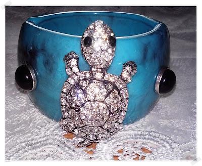 Cod 03, Bratara turcoaz cu broscuta decorativa din cristale, splendida!