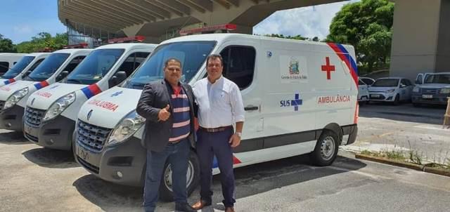 Ibicoara: Prefeito Haroldo Aguiar e deputado Marquinho Viana recebem ambulância