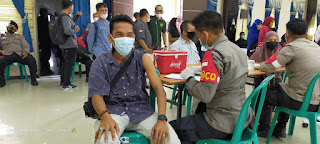 Vaksinasi Bid Humas Presisi Polda Kepri Bersama Awak Media