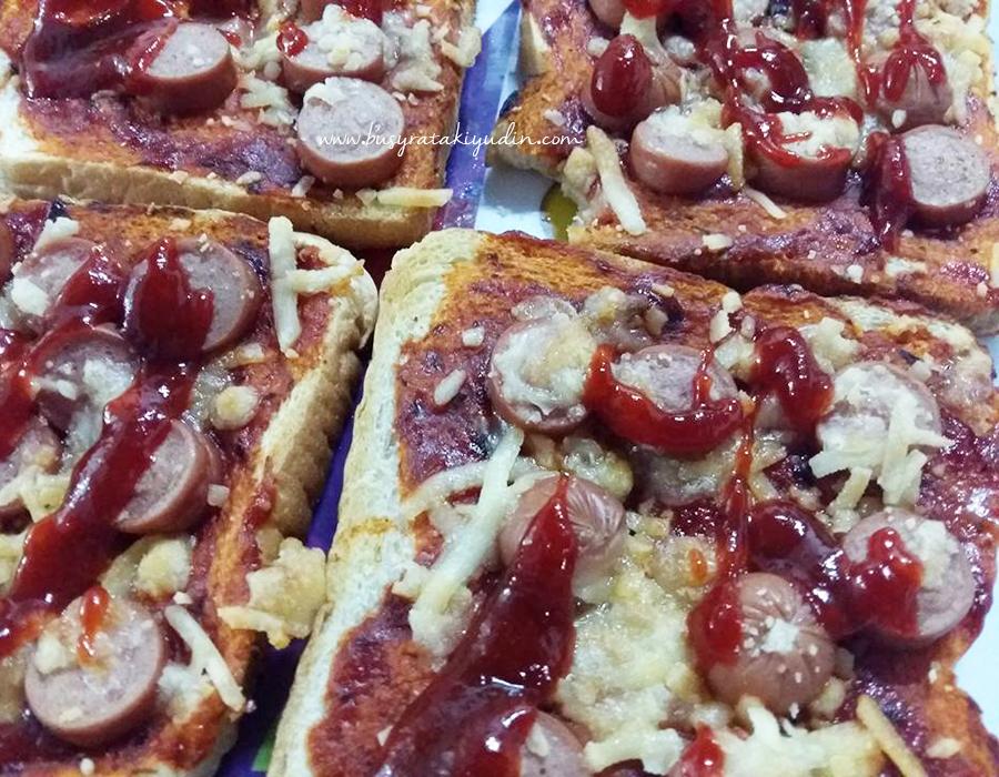 pizza roti gardenia, pizza mudah, roti gardenia, sosej, cheese mozarella,