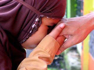 Mencium Tangan Dalam Islam