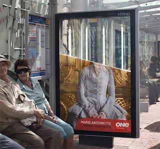 Publicidad en parada de autobus