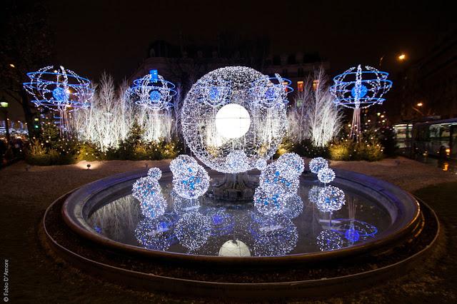 Luminarie natalizie sui Campi Elisi-Parigi