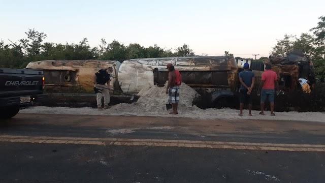 PRF atende acidente com vítima fatal na BR-135, próximo a Monte Alegre do Piauí