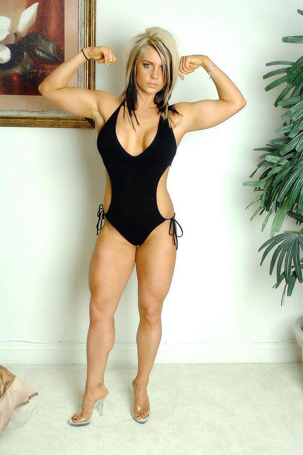 WWE BULLETIN: Sexy and Stunning Bikini Photos of Kaitlyn
