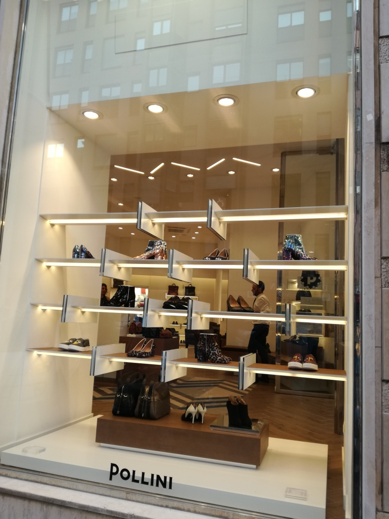 5814f101a7 Pollini a Via Cola di Rienzo! Seconda apertura a Roma per il famoso brand  di calzature e accessori di origine romagnola, che ha letteralmente