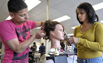 Nên học nghề cắt tóc nam nữ tại học viện tóc hay salon