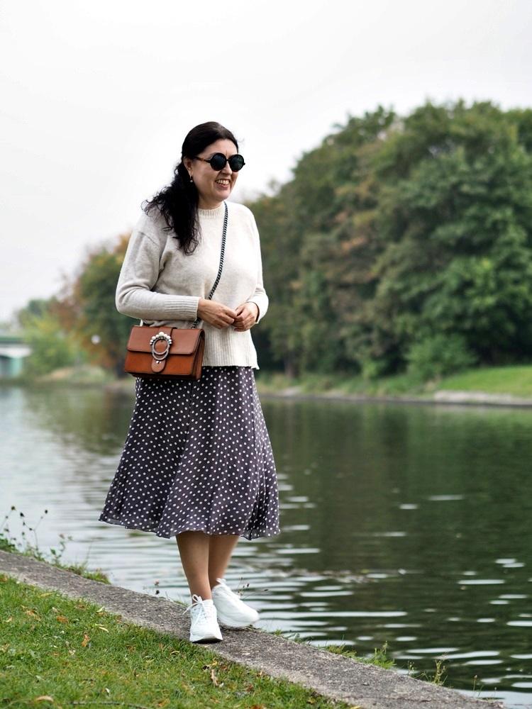 Jedwabna spódnica, oversizowy sweter / Silk skirt, oversized sweater