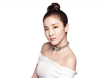 Dara Sandara 2NE1 Moonshot Spring 2016