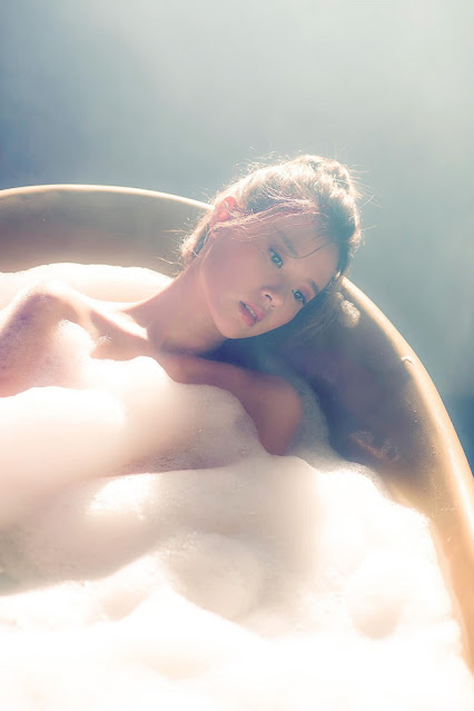 Midu tung ảnh Nude gợi cảm trong bồn tắm