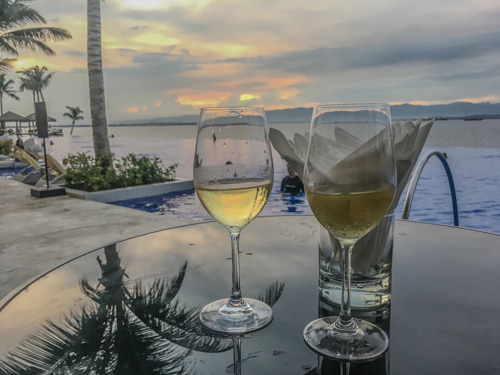 Dusit Thani Mactaninfinity pool view