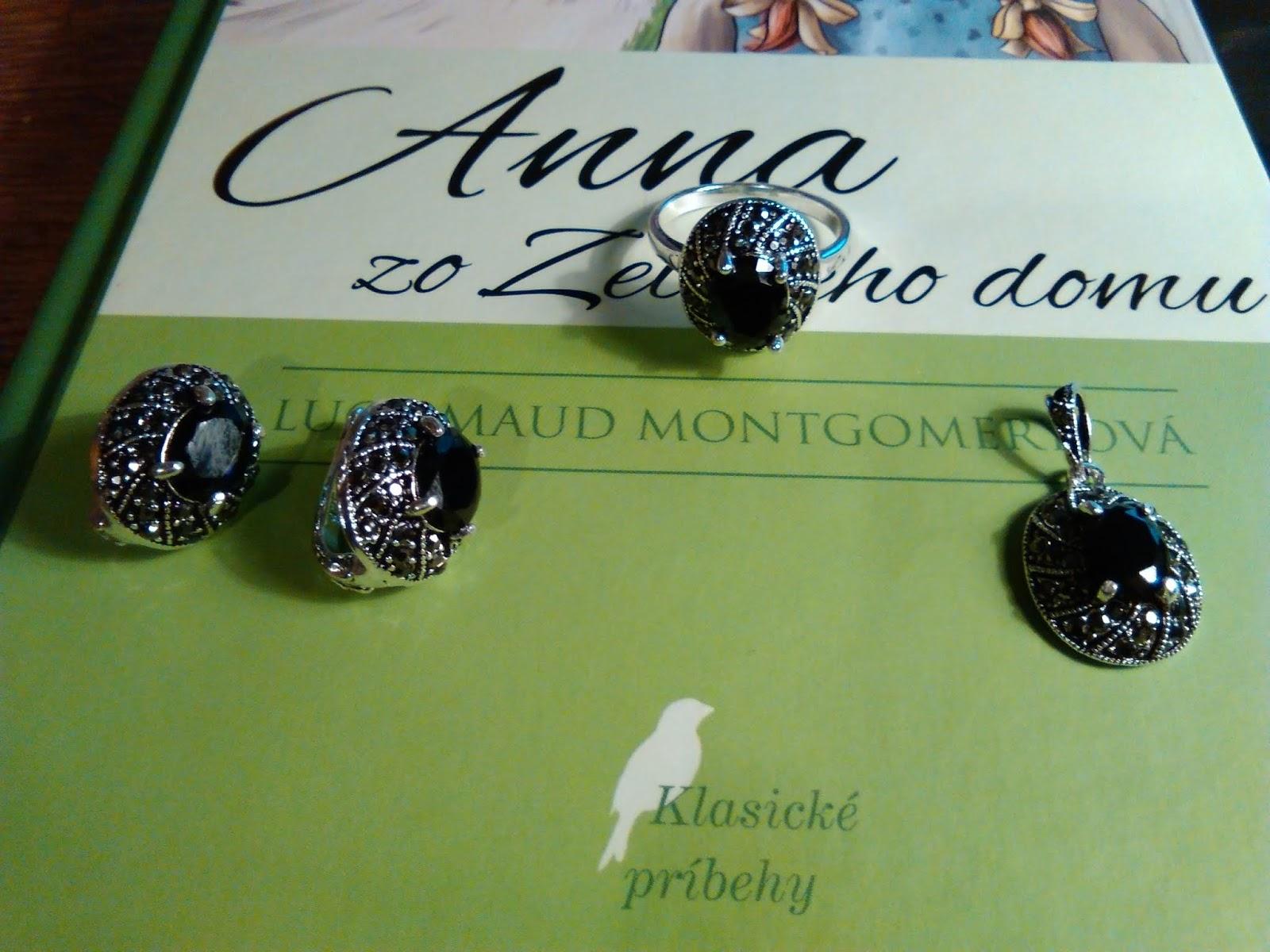 ac870ef16 Cestou vlakom do Borovoe sa s nami dala do reči jedna staršia pani. Všimla  si, že moja kamarátka má náušnice a chcela nám ponúknuť tiež nejaké šperky  na ...