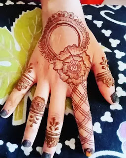 Flowers_with_line_net_henna_design