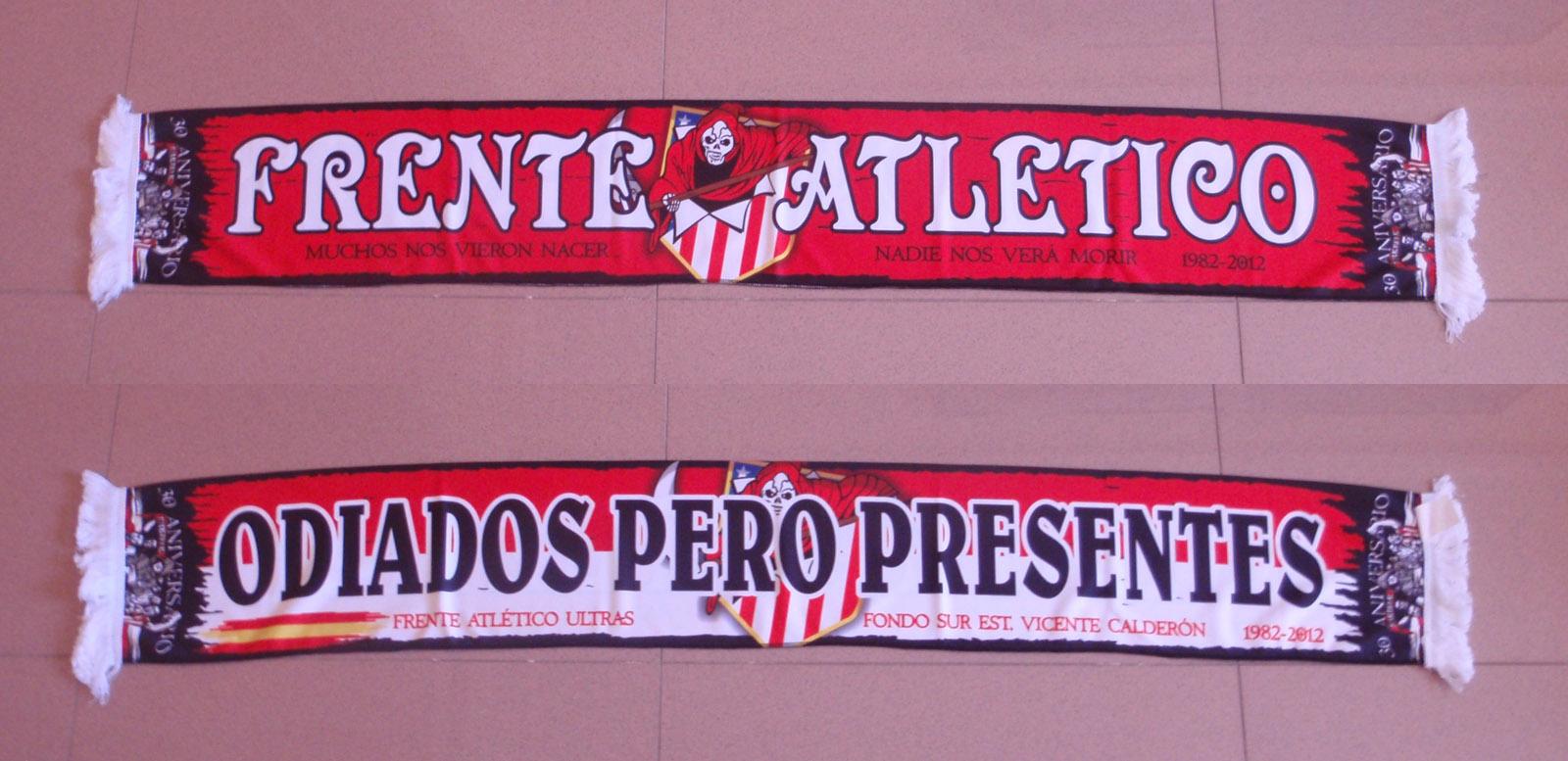 """Los """"haters"""" del Atlético difunden en Twitter la foto de Simeone con la bufanda del Frente 1"""