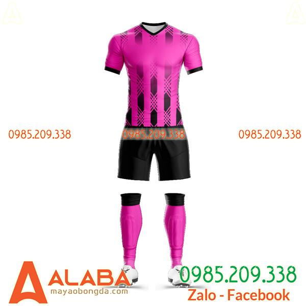 Áo bóng đá tự thiết kế màu hồng chất