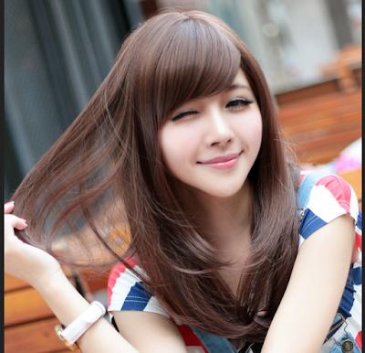 rambut layer dengan poni menyamping agar terlihat tirus