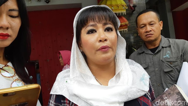 Pelaku Sudah Ditangkap, Dewi Tanjung Masih Ragukan Cairan Air Keras Teror Novel Baswedan