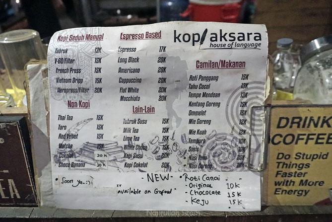 Daftar menu dan harga di kedai kopi Aksara