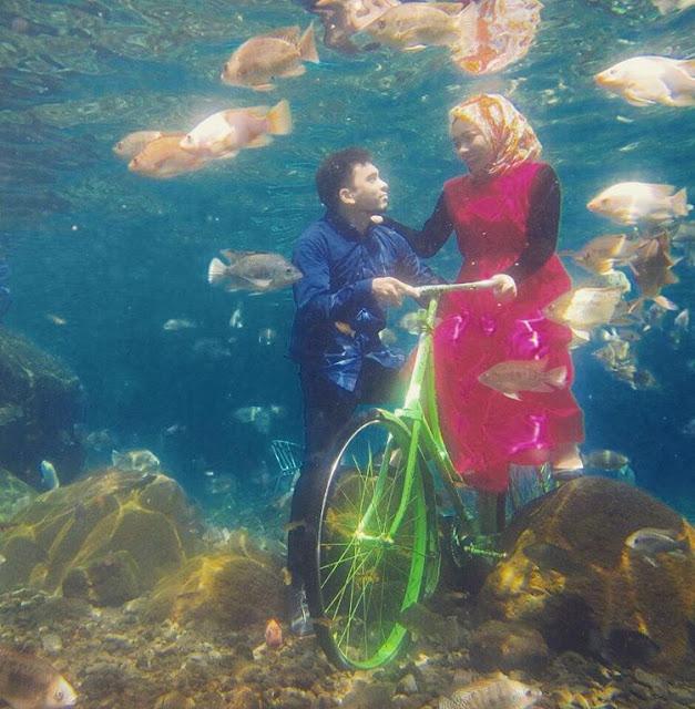 foto prewedding di dalam air umbul ponggok klaten