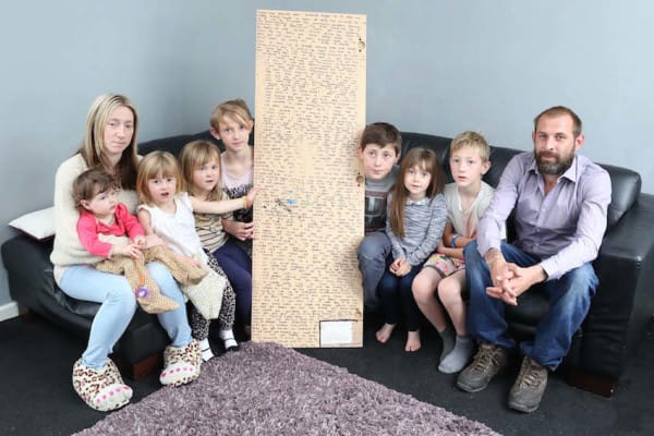 Family Discovered A Mirror In The Bedroom Of The Daughter Who Passed Away, What They Saw At The Back Of It Was Shocking!