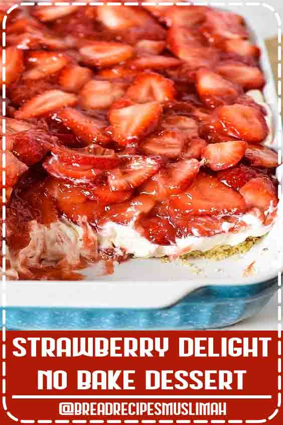 Simple and easy strawberry delight recipe with berries, cream cheese, whipped cream, powdered sugar, and a pecan crust. Dreamy no bake dessert recipe! #flouronmyfingers #strawberry #nobakedesserts #dessertrecipes #DreamWhip #Fruit #Bread #Recipes #breakfast