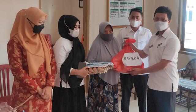 'Sedekah Sembako' DWP Sinjai di Hari Kartini