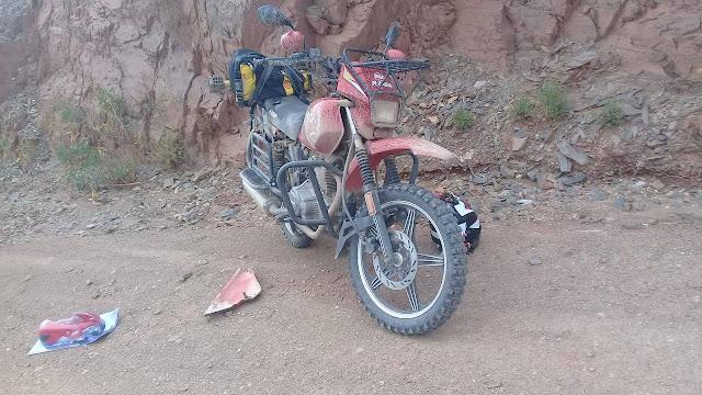 Das Motorrad von Helfer Elmer. Es gibt immer etwas zu tun damit die Fahrzeuge fahren.