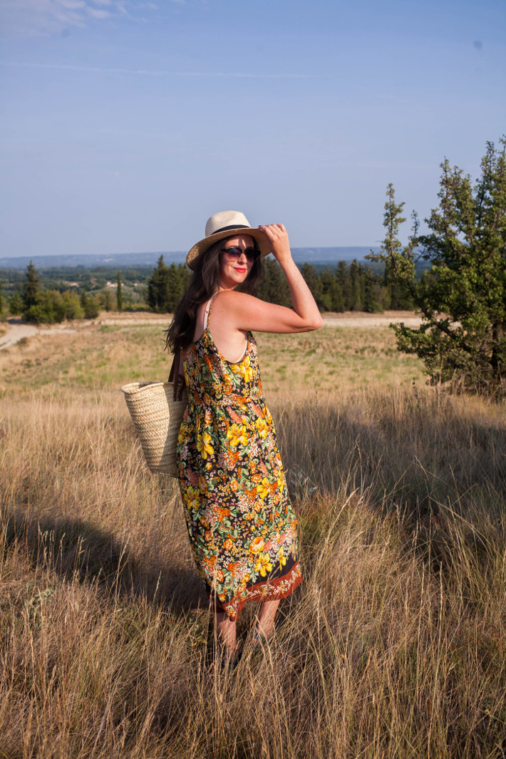 Outfit: floral midi dress and panama hat in the Provence