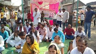 किसान कानून के विरोध में कांग्रेस का निम्बोला में धरना,
