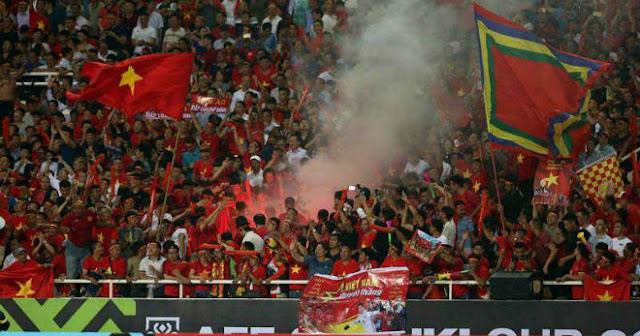 Việt Nam đấu UAE, Thái Lan săn vé World Cup: Chặn hiểm họa pháo sáng thế nào?