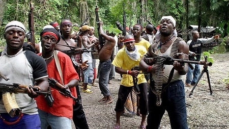 Serious Panic in Lagos as 100 Gunmen Attack Community, Loot Property