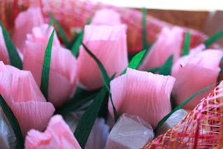 бумажные цветы, сладкий подарок, цветы из гофробумаги, гофрированая бумага , цветы, букет из конфет, фруктовый букет, сладкий букет, букет своими руками, упаковка букета,  яблочный букет , букет своими руками, настроение своими руками, вкусный букет, бумажные цветы, сладкий подарок, цветы из гофробумаги, гофрированая бумага цветы,сладкий букет, конфетный букет, оригинальный подарок, подарок из ничего, Яна SunRay, настроение своими руками, мужской букет, колбасный букет
