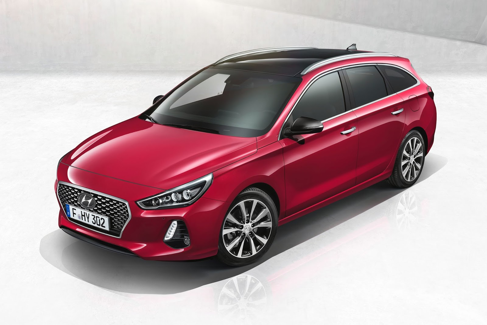 new hyundai i30 wagon is the elantra estate we ll never. Black Bedroom Furniture Sets. Home Design Ideas