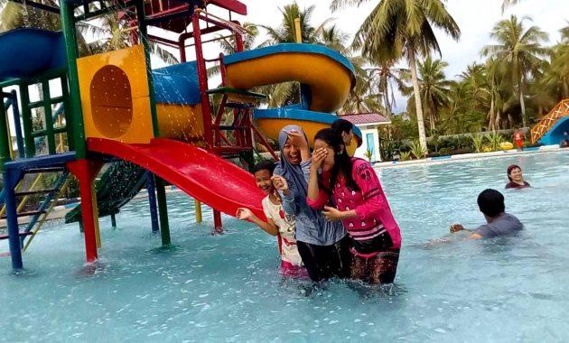 kolam renang Surya Waterboom Menganti Gresik