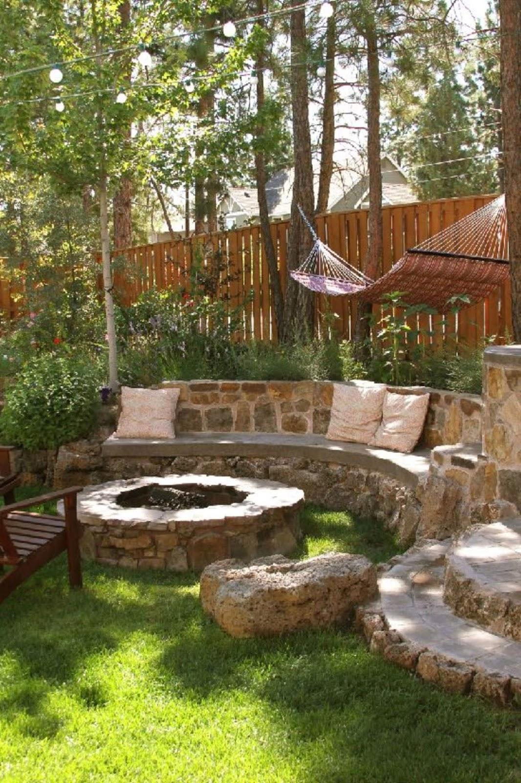 Cozy Sunken Sitting Areas For a Mesmerizing Backyard Landscape