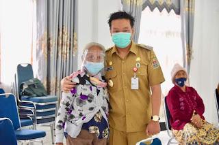 Wabup Humbahas Tinjau Pelaksanaan Vaksin Tahap ke II untuk 65 Orang Lansia