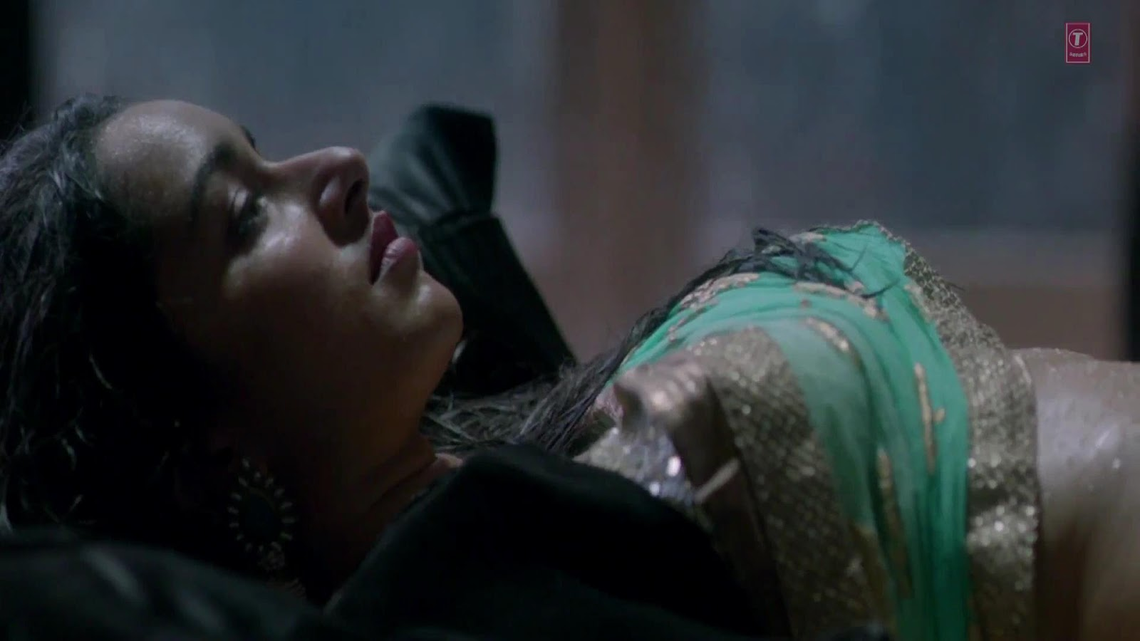 Hot Wallpapers World Aashiqui 2 Hot Bed Scene-9547