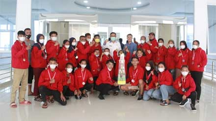 Bupati Berikan Reward Atlet Kempo Solok Berprestasi di Kejurnas Kempo Lembang