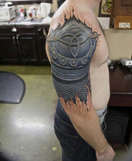 erkek omuz zırh dövmesi man shoulder armor tattoo