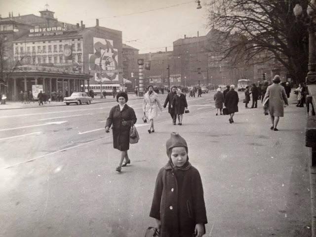 1969 год. Рига. На улице Ленина недалеко от часов и перекрестка с бульваром Падомью
